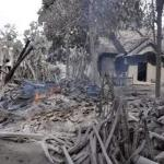 засыпанная пеплом индонезийская деревня