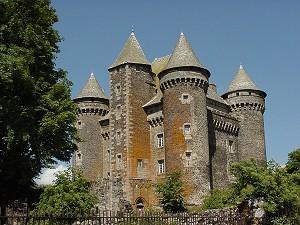 Замки обычно представляли собой массив широких круглых или